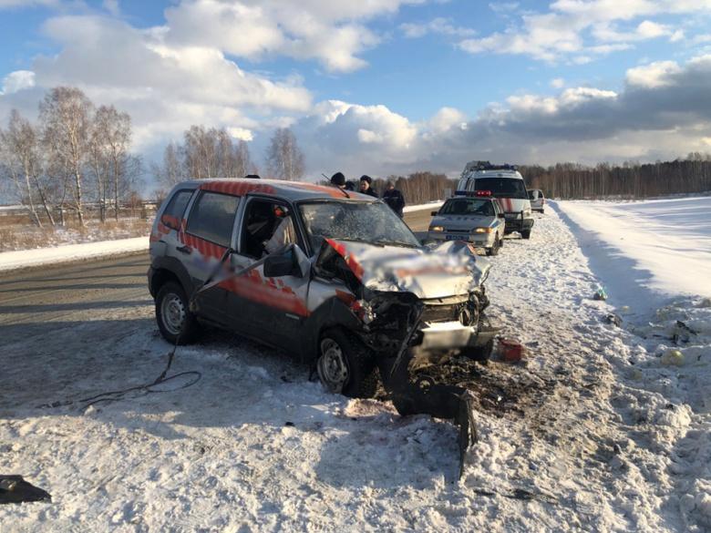 Mercedes врезался в Chevrolet Niva на трассе Томск — Колпашево, погиб человек