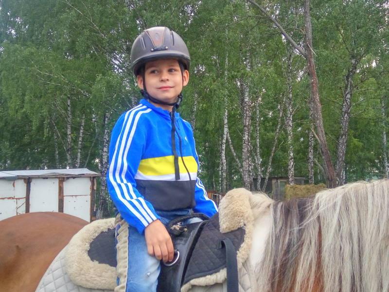 Томичей просят собрать 84 тыс ребенку-аутисту на занятия по подготовке к 1 классу