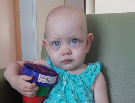 Томичей просят помочь девочке с опухолью в почке