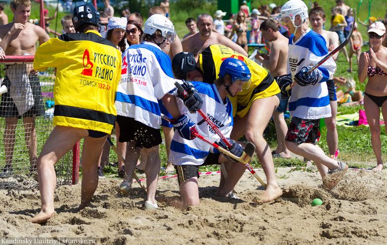 В субботу на Сенной Курье томичи сразятся в хоккей на песке и выберут «Мисс бикини»