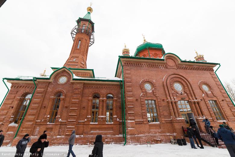 Восстановленная по старинным чертежам Красная мечеть открылась для верующих (фото)