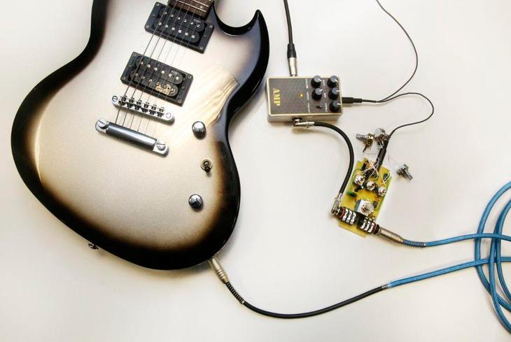 Томичи разрабатывают компактные гитарные гаджеты для создания музыки вне студии