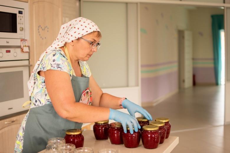 Томичи могут взять баночку варенья в фонде Алены Петровой и помочь детям с онкологией