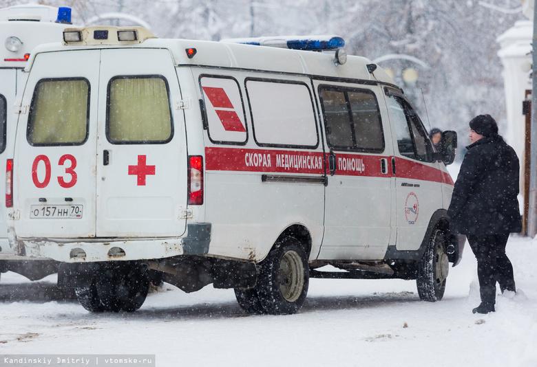 Двое пострадали после столкновения иномарки с деревом в Томской области