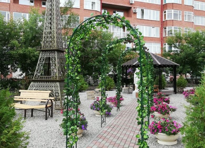 Как в Париже: в Томске появился сквер с Эйфелевой башней