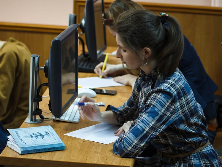 Более 650 томичей проверили свои знания на этнографическом диктанте