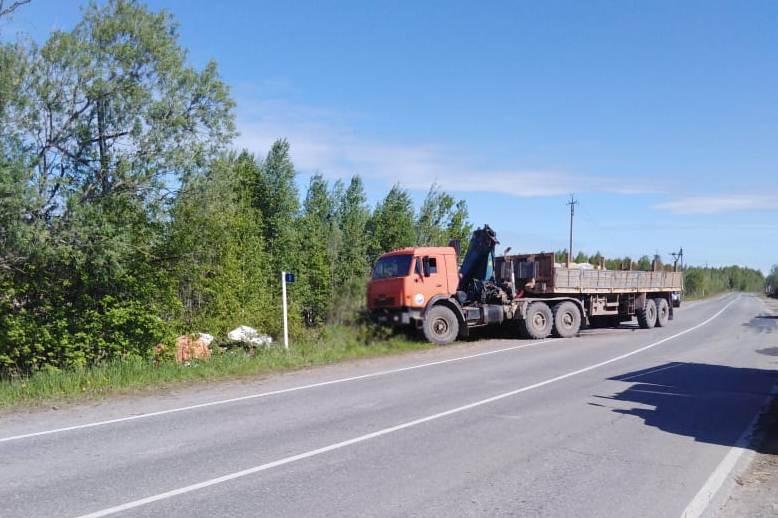 Пассажир «Нивы» погибла при лобовом ДТП с КамАЗом в Стрежевом