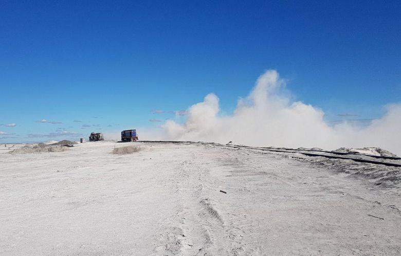 Томские химики придумали, как «склеить» пыль на полях