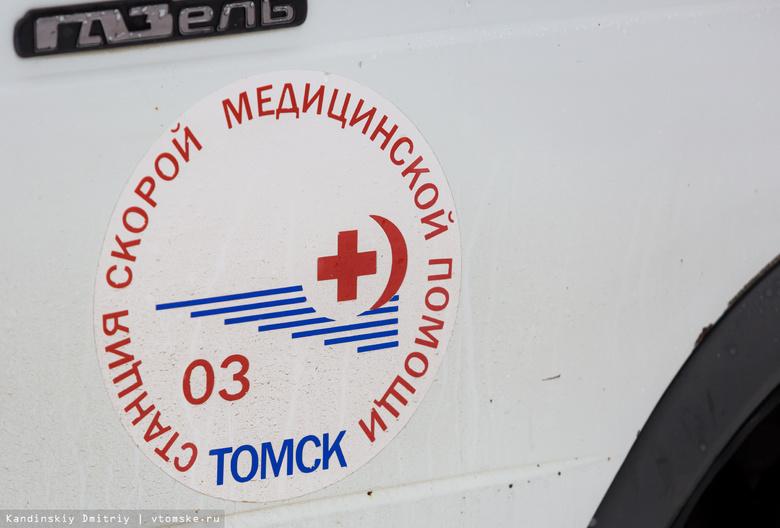 Nissan в Томске наехал на ребенка, которого мать перевозила через дорогу на санках