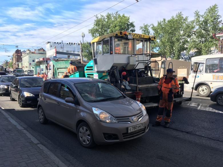 В Томске по проспекту Ленина утром образовалась пробка длиной в 2 километра