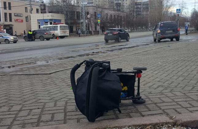 Водитель Hyundai сбил женщину с ребенком на тротуаре в Томске