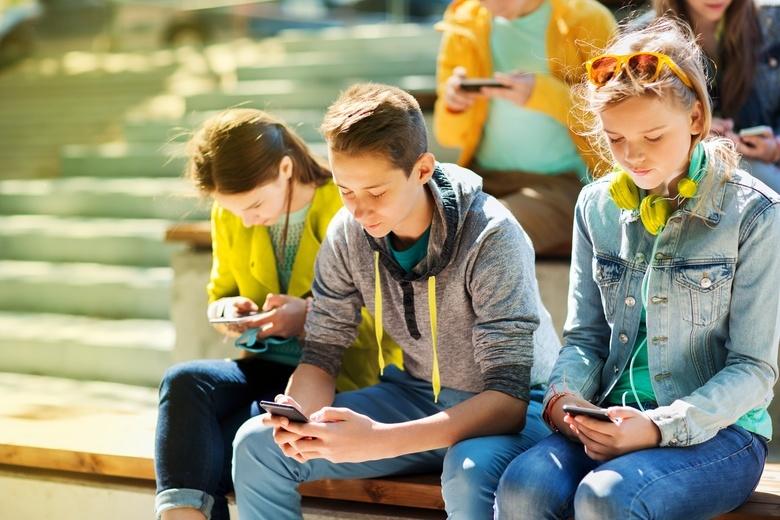 Маленький всезнайка: как мобильный интернет помогает школьнику развивать способности