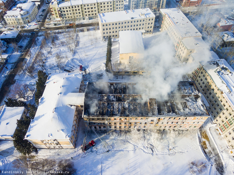 В МЧС назвали причины быстрого распространения огня в бывшем училище связи