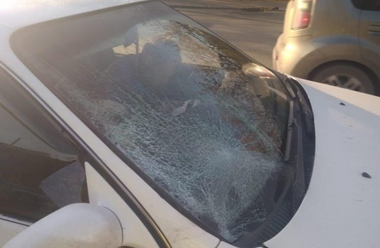 Водитель Toyota сбил двоих мужчин, перебегавших дорогу на Красноармейской