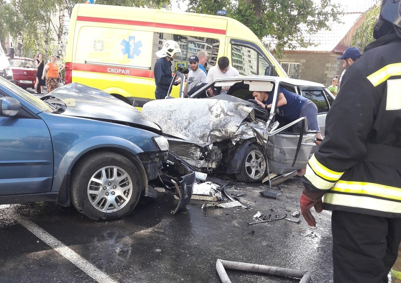 Водитель ВАЗа пострадал в тройном ДТП в Томске