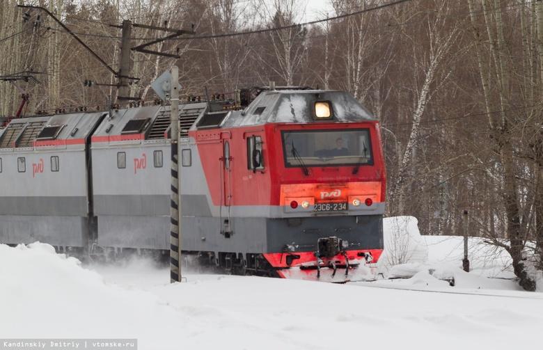 Водитель «легковушки» выехал на пути и попал под поезд в Томской области