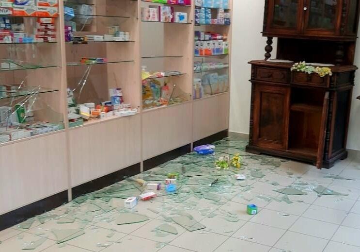 Убегавший от «погони» неадекватный мужчина устроил дебош в томской аптеке