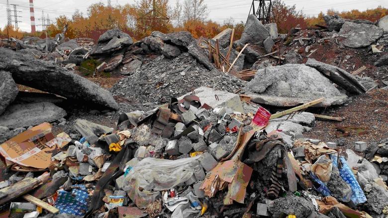 Суд обязал мэрию Томска убрать свалку строительных отходов на Угрюмова