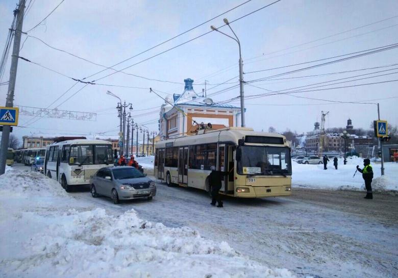Сильная пробка образовалась на Ленина в Томске из-за ДТП