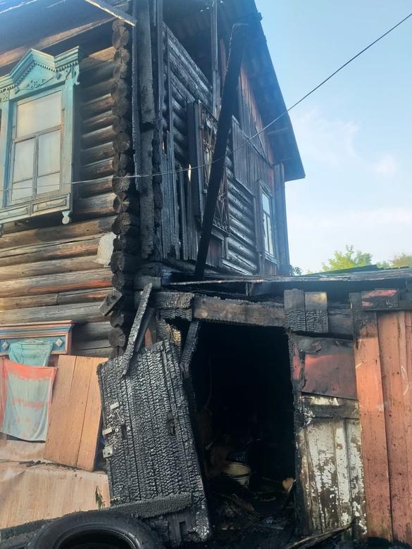 Трое погибли при пожаре в деревянном доме в Томске