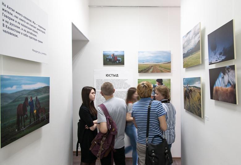 Томичей приглашают на экскурсии по фотовыставке «Негород»
