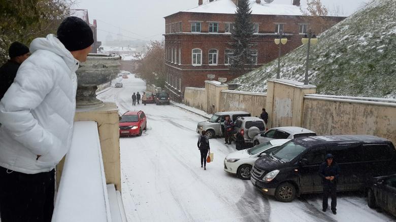 С утра из-за погоды в Томске произошло несколько массовых аварий (фото, видео)
