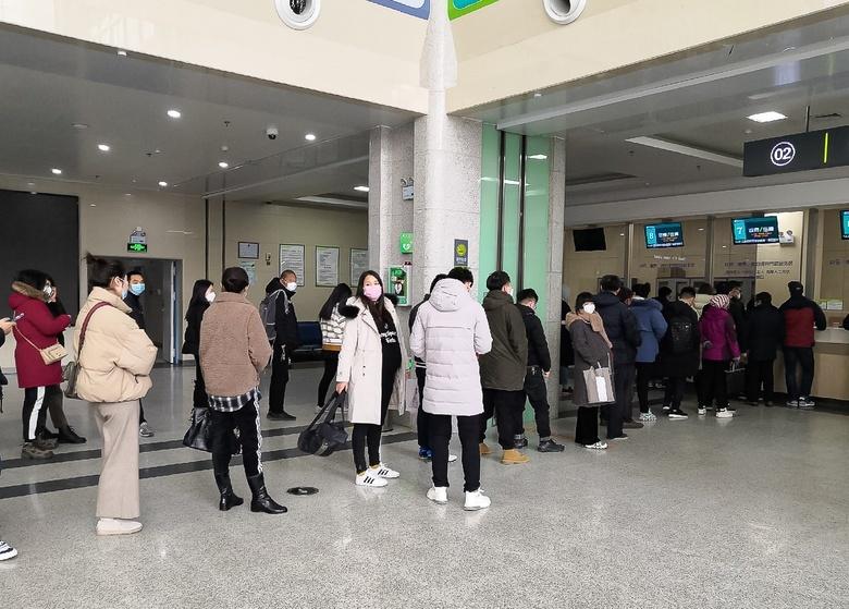 Люди в больнице города Хэфэй