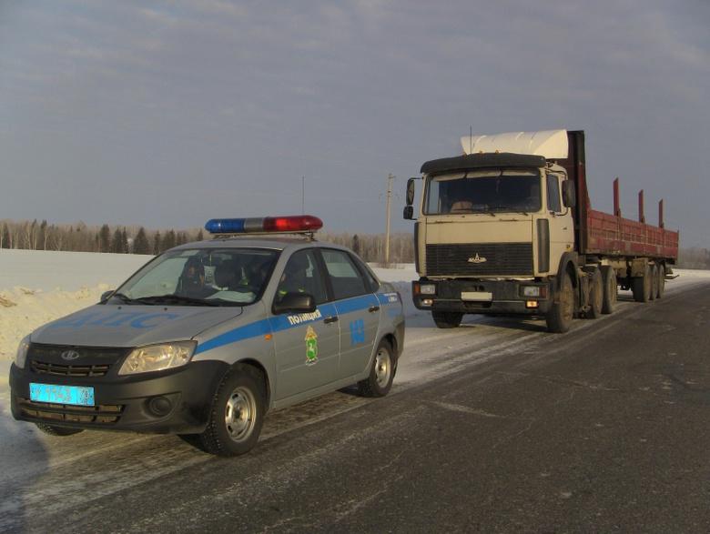 УМВД: на томской трассе водители 2 грузовиков задержаны с признаками опьянения