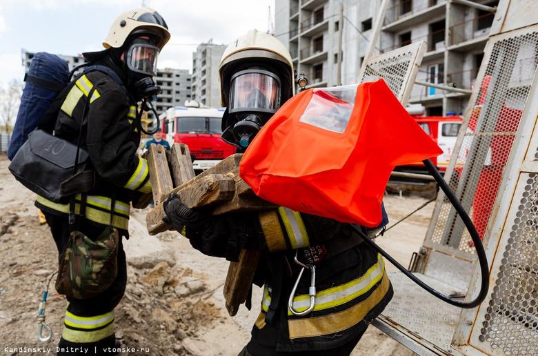 Спасти с 16-го этажа: пожарные провели учения в застроенном высотками микрорайоне Томска