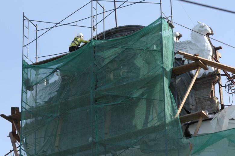 Строители восстановили историческую лепнину здания-памятника «Пассаж Второва»