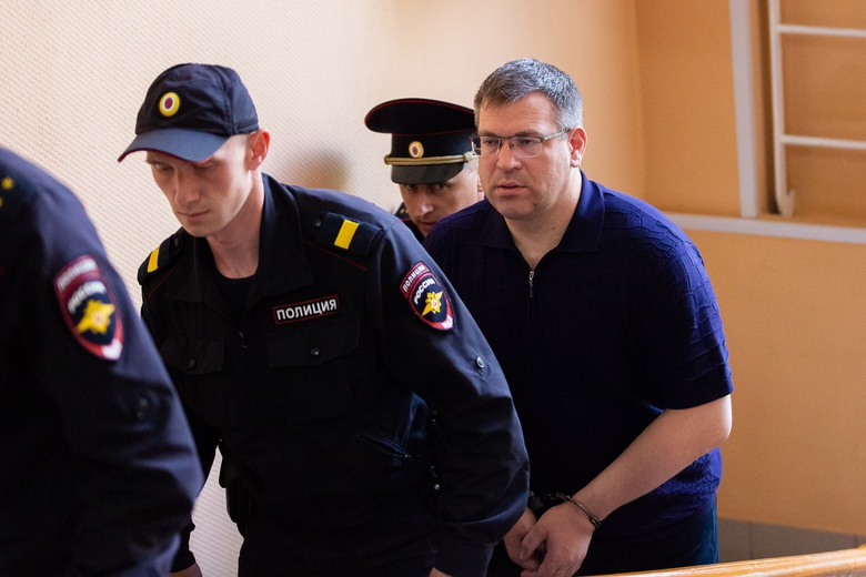 Источник: подозреваемого в получении взятки главу томского МЧС Бегуна сняли с должности