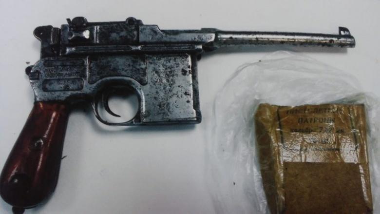 Житель Томской области незаконно хранил у себя дома старинный пистолет Маузера