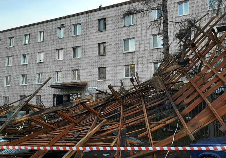В многоквартирном доме на Нижне-Луговой, где ветер снес крышу, начались работы