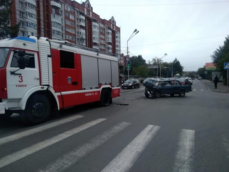 ВАЗ влетел в пожарную машину на ул.Красноармейской