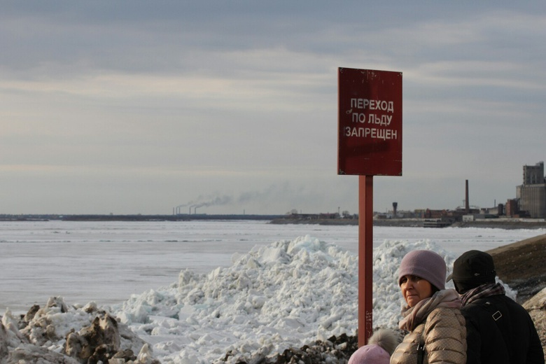В понедельник специалисты начнут резать лед на Томи в преддверии паводка