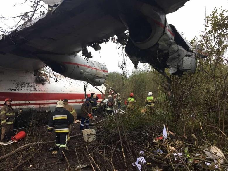 Пять человек погибли в результате крушения самолета во Львове