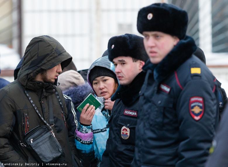 Иностранцы, полиция и ОМОН: что происходило у миграционного центра Томска