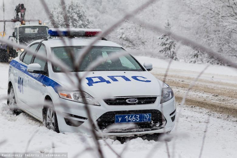 Двое пострадали в столкновении трех авто на томской трассе