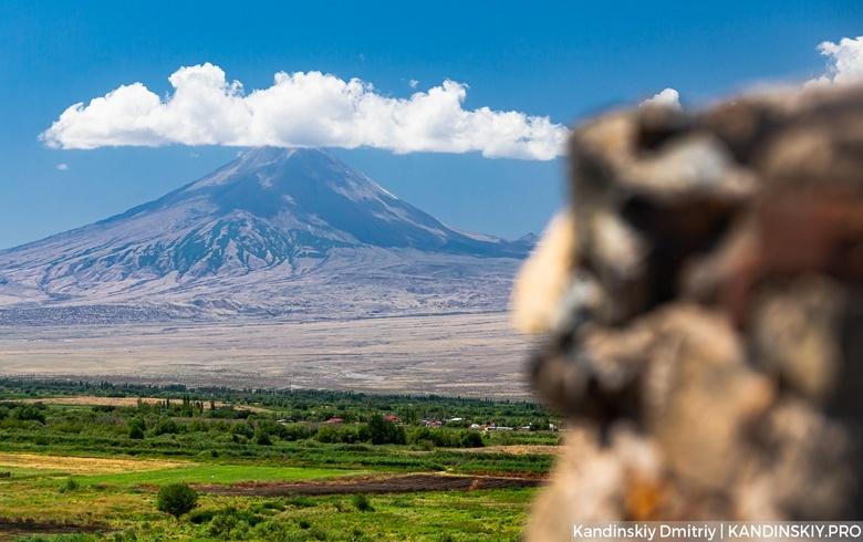 Жаркий Ереван, Арарат, храмы и хинкали: едем в Армению