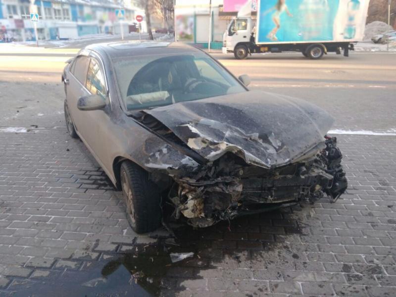 Трое, в том числе пешеход, пострадали при столкновении Kia и Honda в Томске