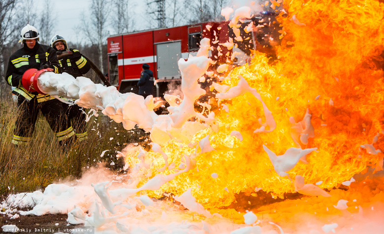 Томские спасатели «потушили» бензовоз и «спасли» пассажиров автобуса