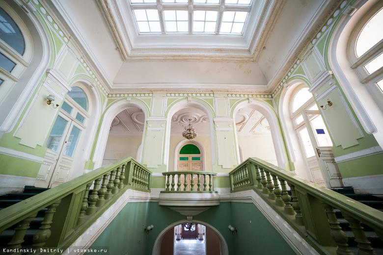Томские власти с 2018г начнут планомерно выделять средства на ремонт Дома офицеров