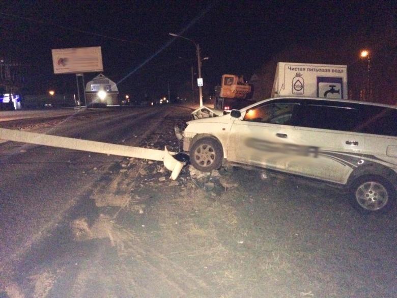 Водитель Toyota снес опору ЛЭП на окраине Томска