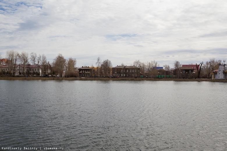 На Белом озере в Томске обустроили пешеходные дорожки и установили скамейки