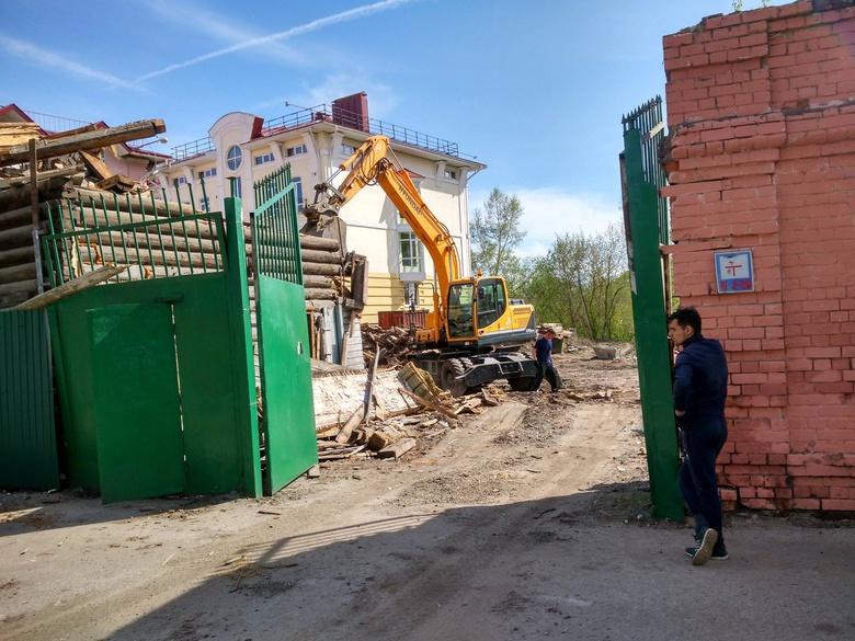 В Томске сносят деревянный дом на Шишкова из «списка-701»