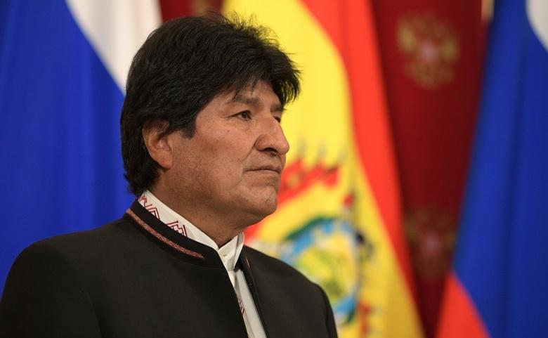 Президент Боливии ушел в отставку из-за протестов в стране