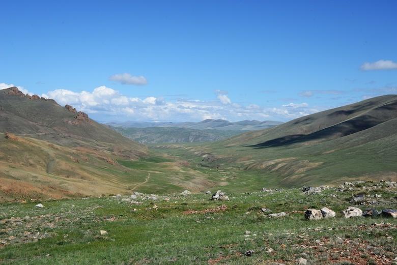 Здесь находится одно из крупнейших месторождений железной руды в Сибири
