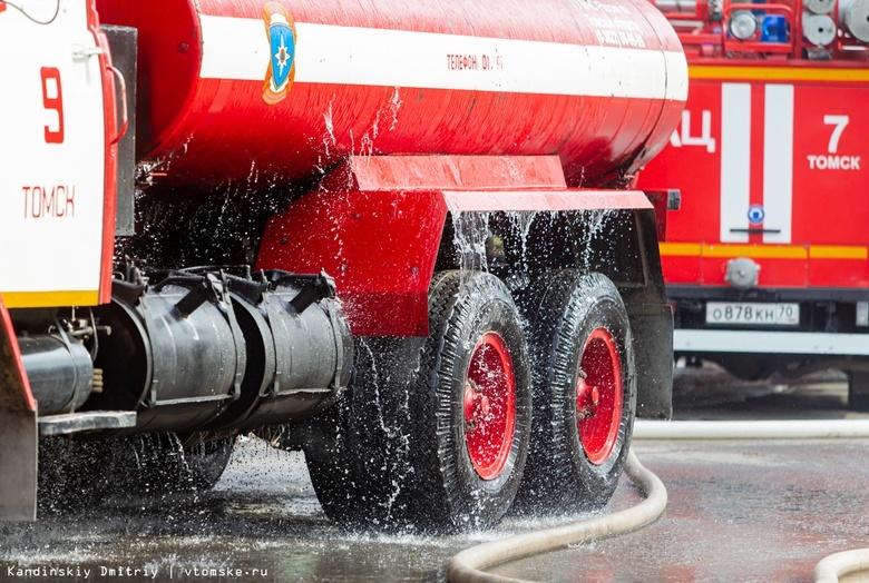 Пожарные более 8 часов тушили здание на Кирова в Томске