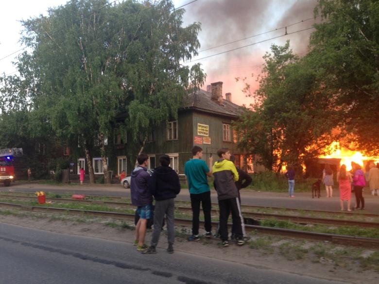 МЧС: 3 дома пострадало при пожаре на Большой Подгорной в Томске, спасено 5 человек