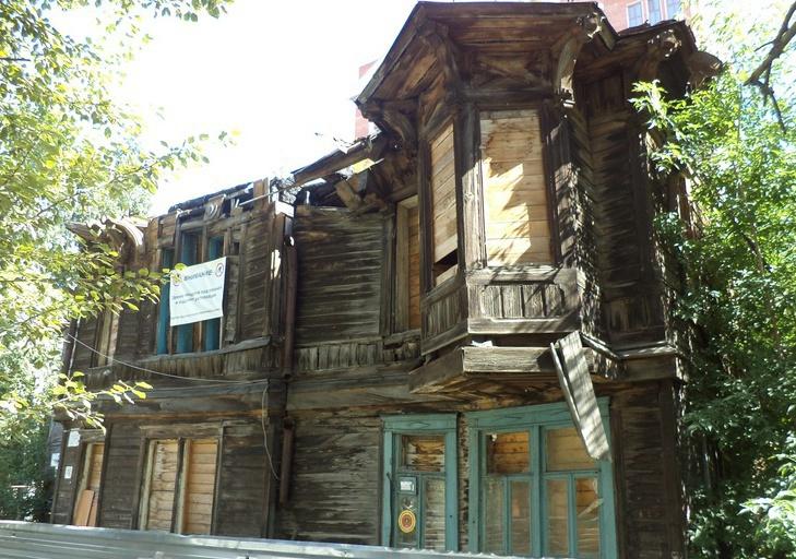 Томский инвестор начал работы по восстановлению деревянного дома на Тверской